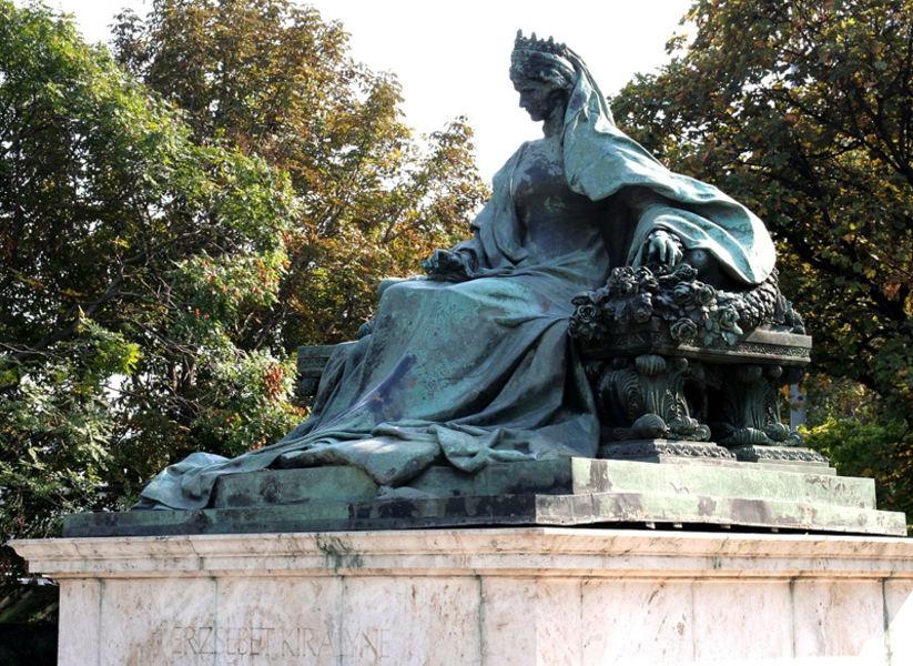 Памятник королеве Елизавете