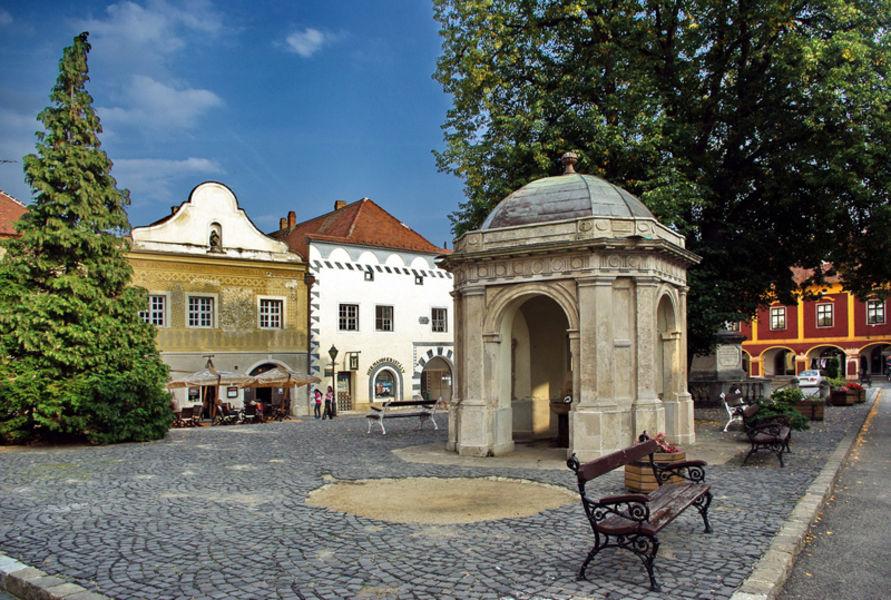 Площадь Миклоша Юришича