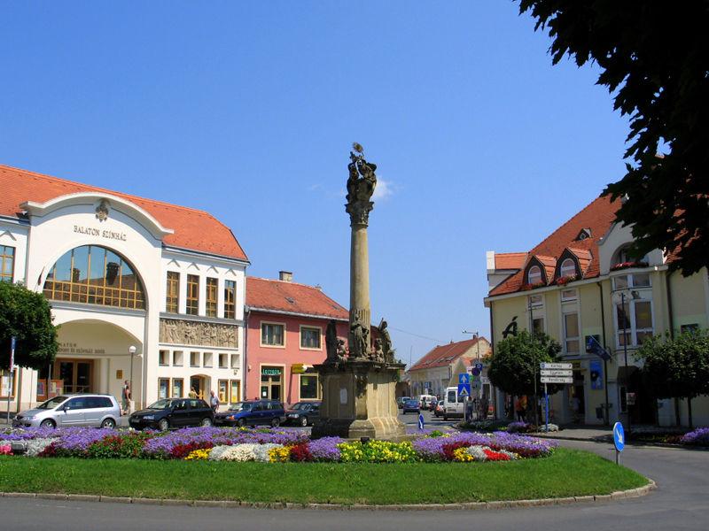 Площадь Фё и ратуша