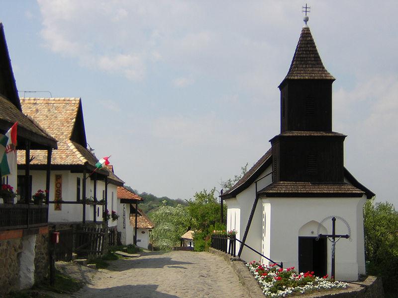 Деревня Холлокё