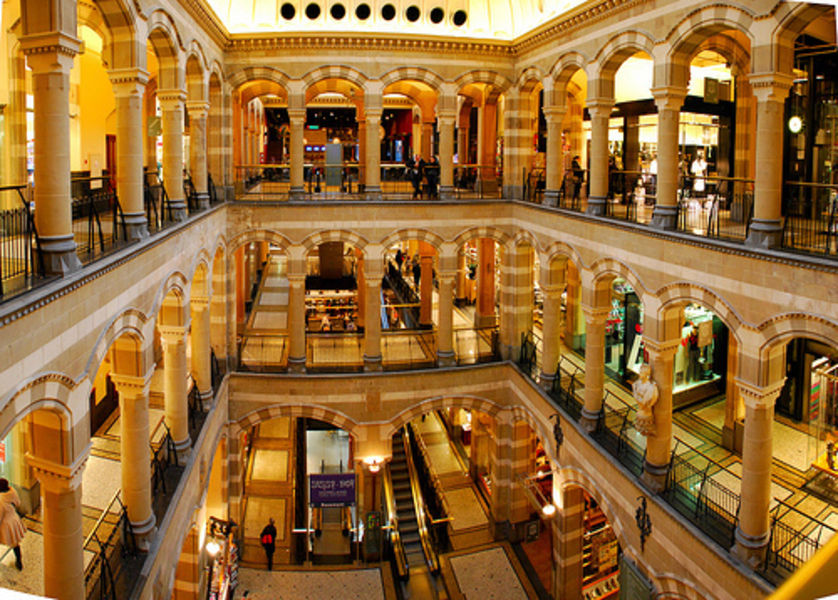 Shopping center Magna Plaza