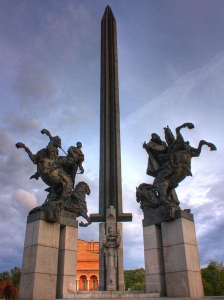 Памятник Асенидам
