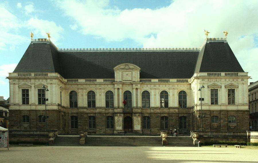 Здание старинного Бретонского парламента