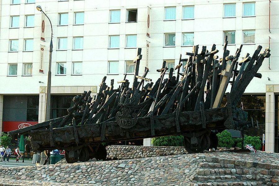Памятник погибшим на Востоке, Варшава