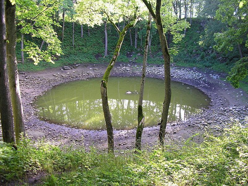 Метеоритный кратер в Каали