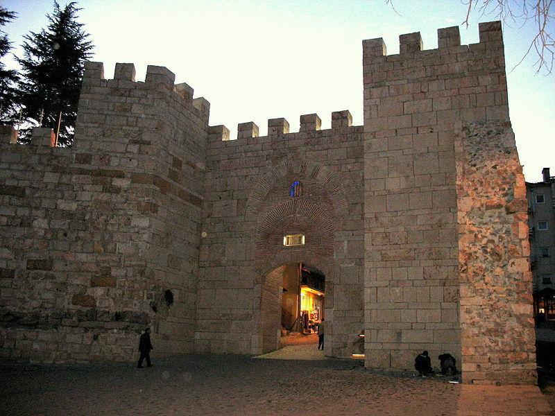 Крепость Топхане