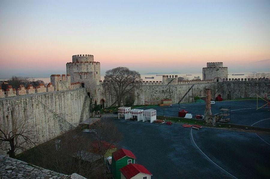 Замок Эдикуле