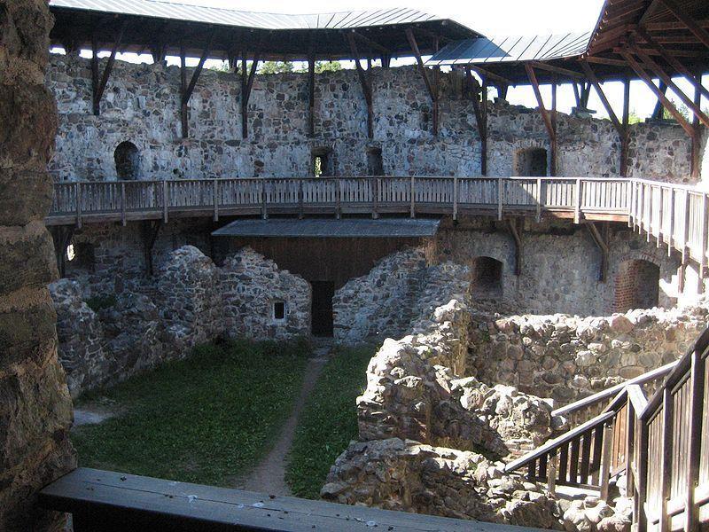 Развалины замка Раасепори