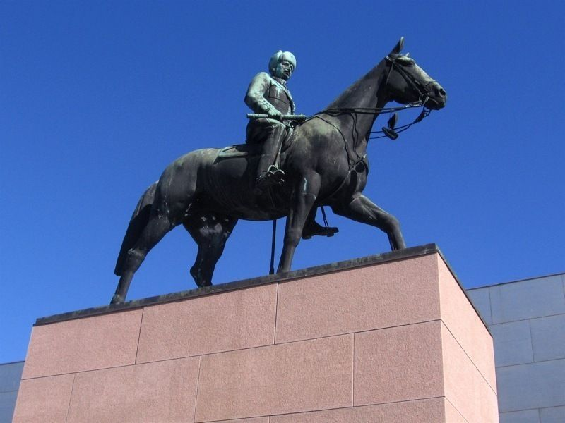 Конная статуя маршала Маннергейма