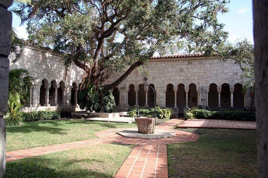 Средневековый испанский монастырь