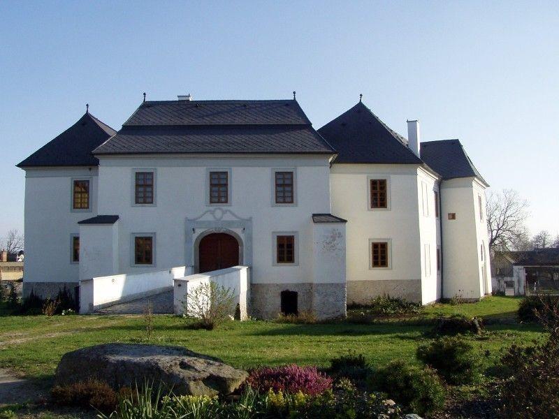 Замок Червена-Лхота