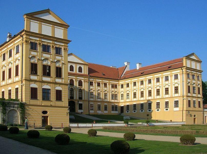Замок Яромержице-над-Рокитно
