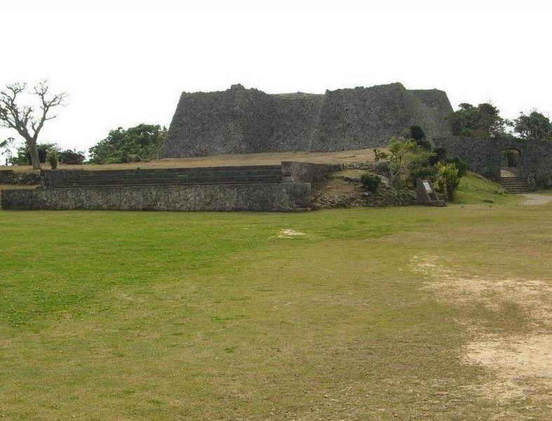 Руины замка Накагусуку