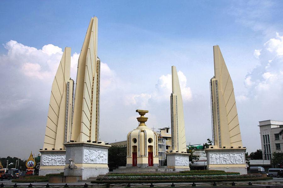 Монумент Демократии (Анусавари)