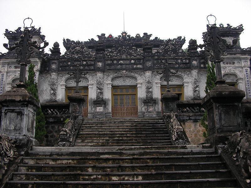 Гробница Кхай Диня