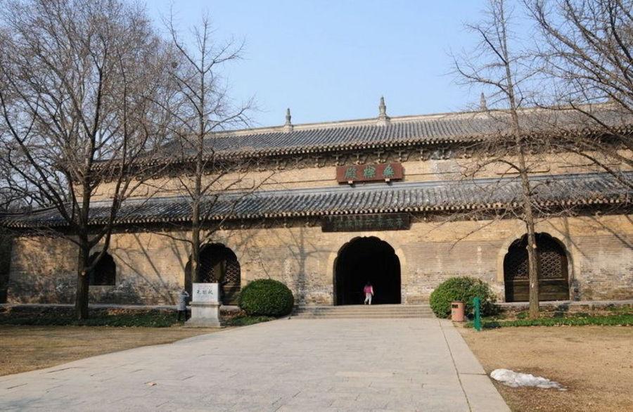 Храм Лингу