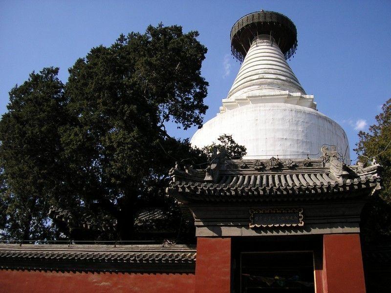 Белая Дагоба храма Мяоин