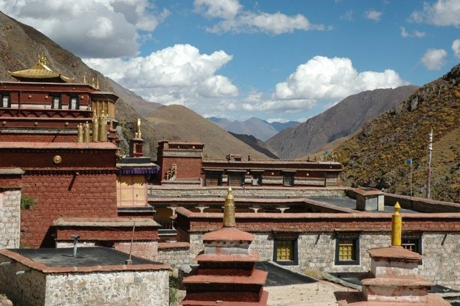 Монастырь Тсурпху