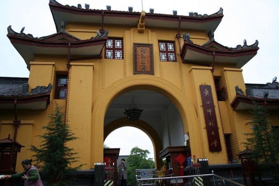 Дворец принца Цзиньцзяна и Дусюфэн