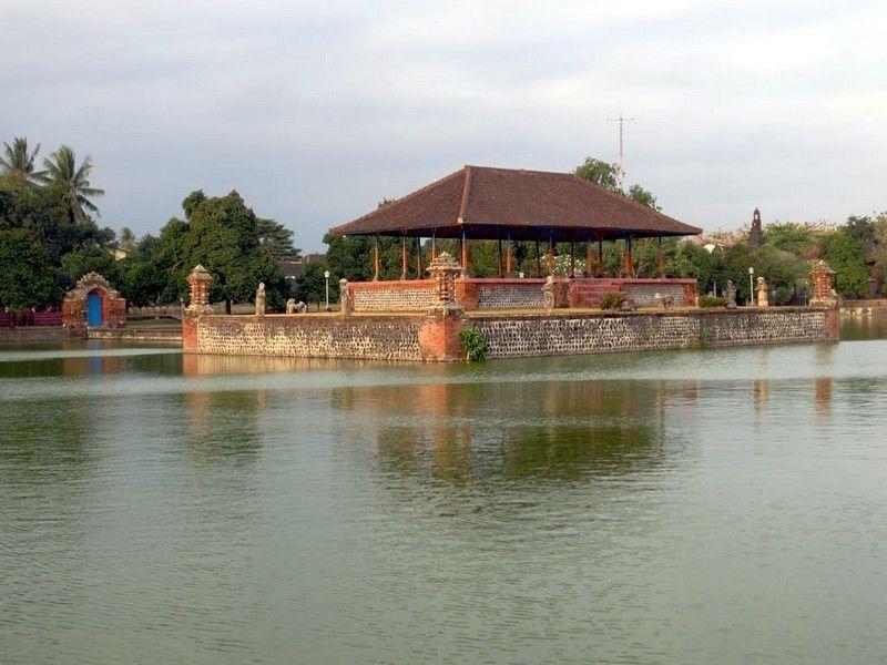 Водный дворец Маюра