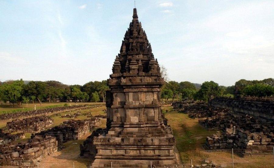 Храм Шивы Лора Джонггранг