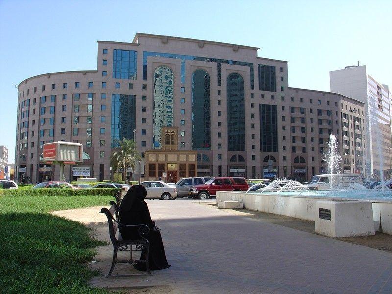 Площадь Бани-Яс