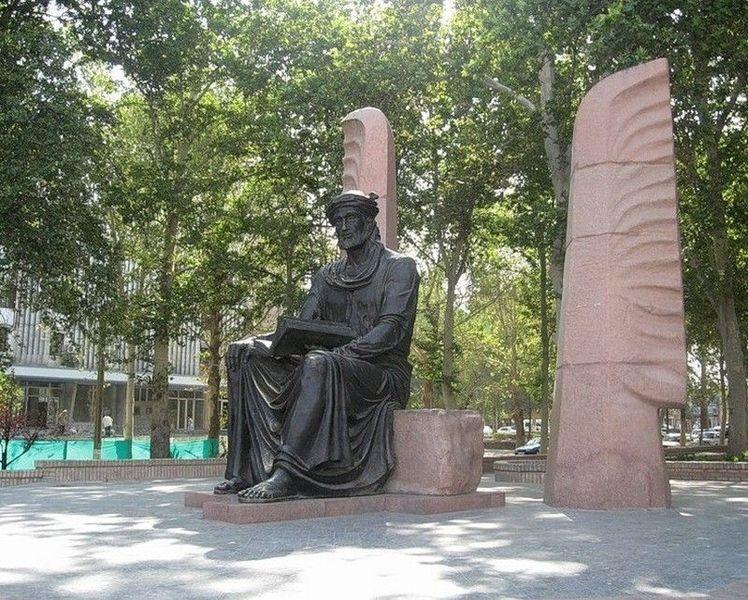 Памятник Камолу Худжанди