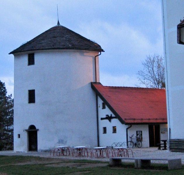 Городская оборонная башня