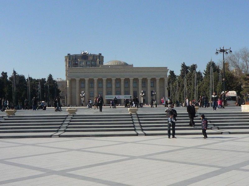 Государственный музей азербайджанского ковра и народно-прикладного искусства