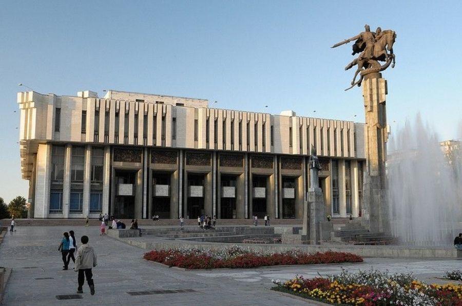 Скульптурный комплекс Манас