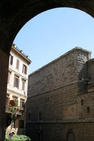 Один в Риме 4