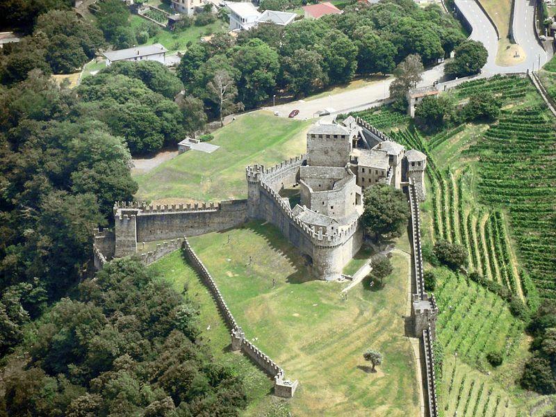 Замок Кастелло-ди-Монтебелло