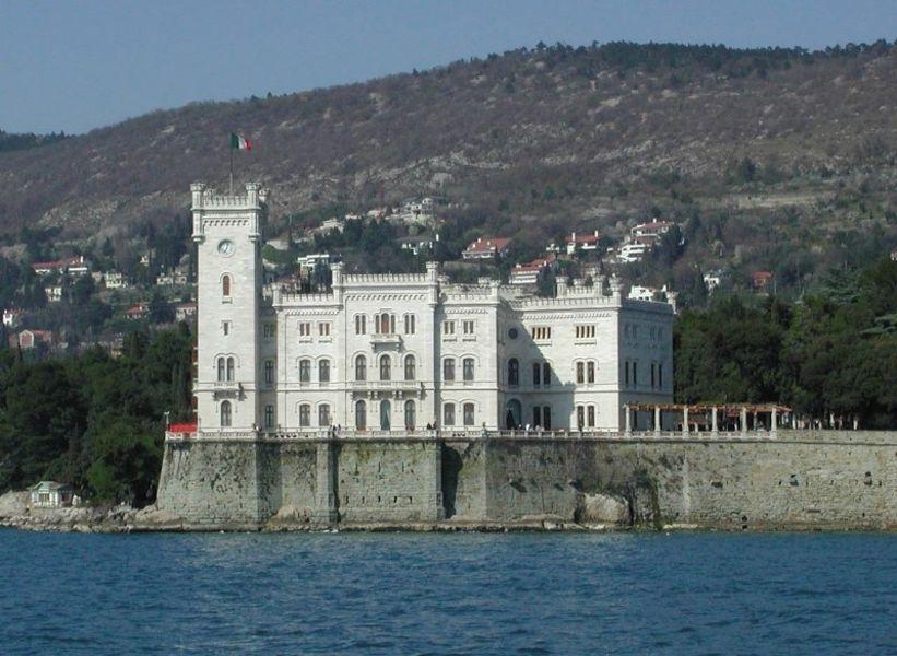 Замок Мирамар