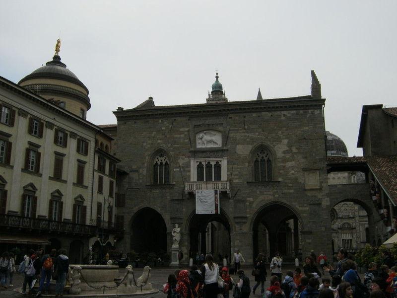 Палаццо делла Раджоне, Бергамо