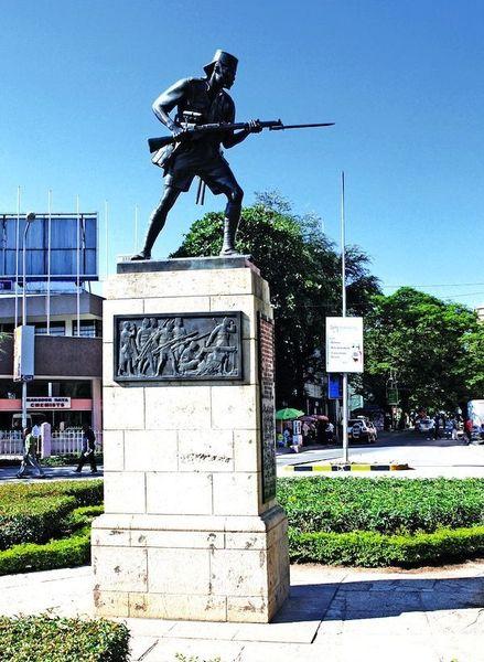 Памятник аскари