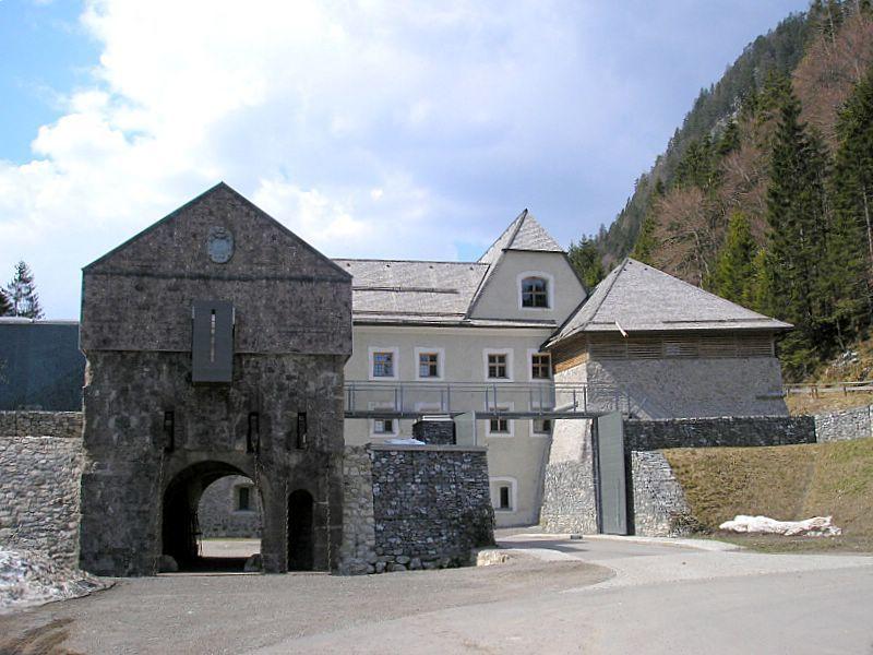 Замок Эренберг