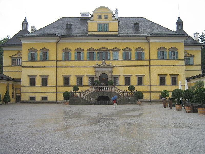 Замок Хелльбрунн