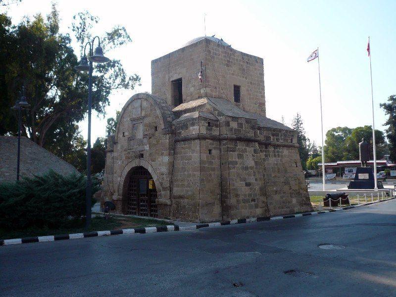 Киринийские ворота
