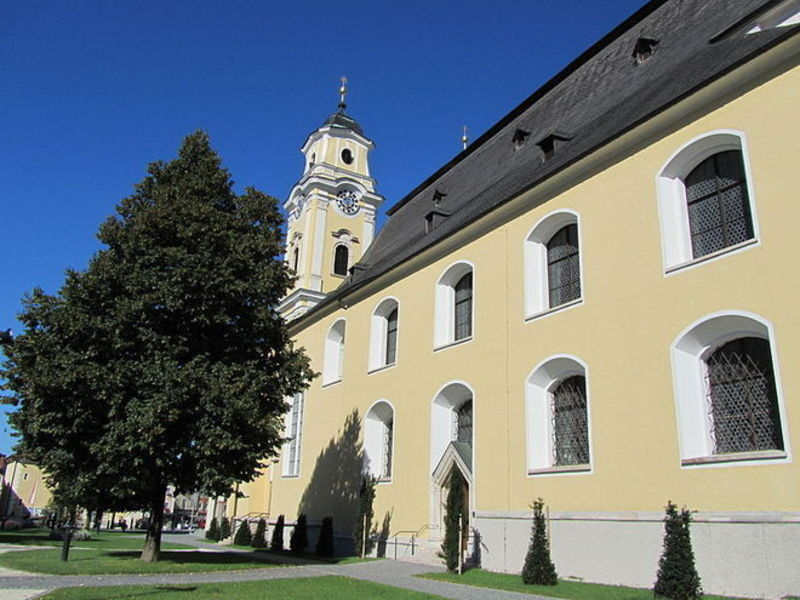 Монастырь и замок Мондзее