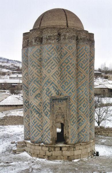 Мавзолей у села Карабаглар