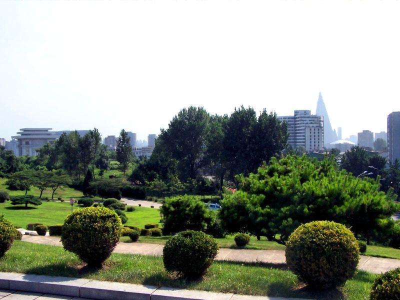 Сквер с фонтанами на холме Мансу