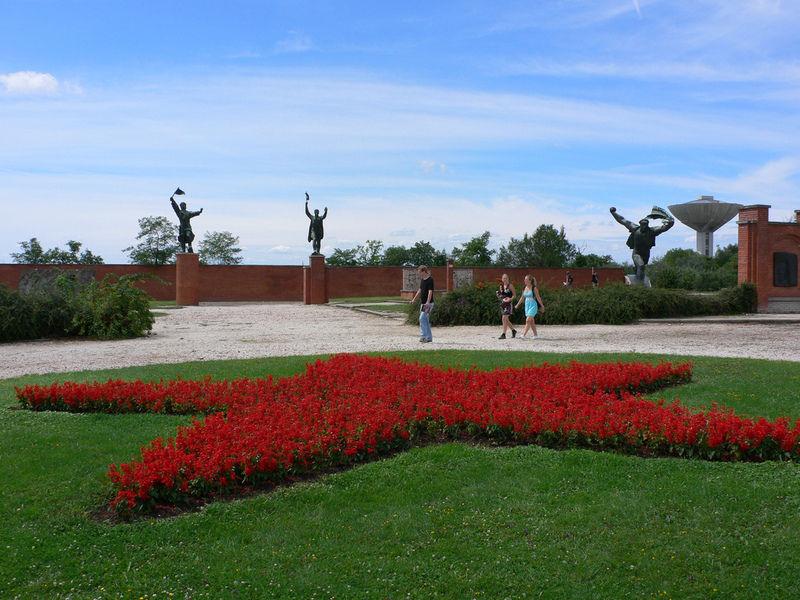 Парк Мементо