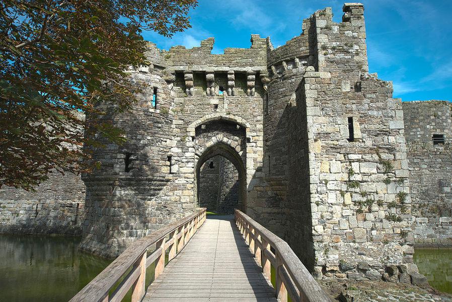 Замок Бомарис