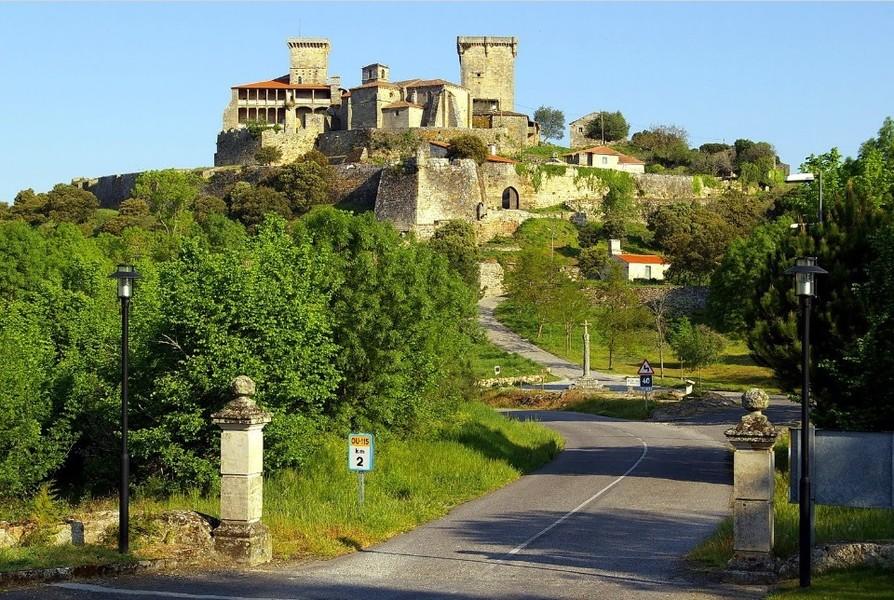 Замок Монтеррей