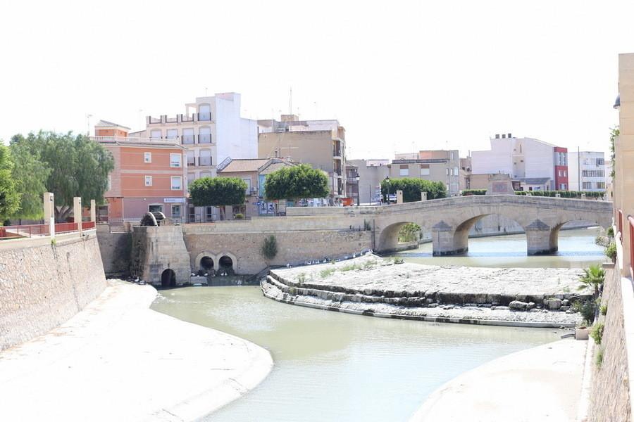 Полуденный зной испанской глубинки (городок Рохалес)