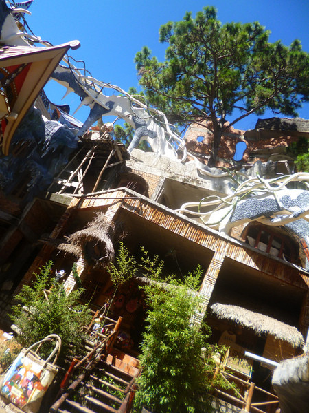Сумасшедший дом в Далате