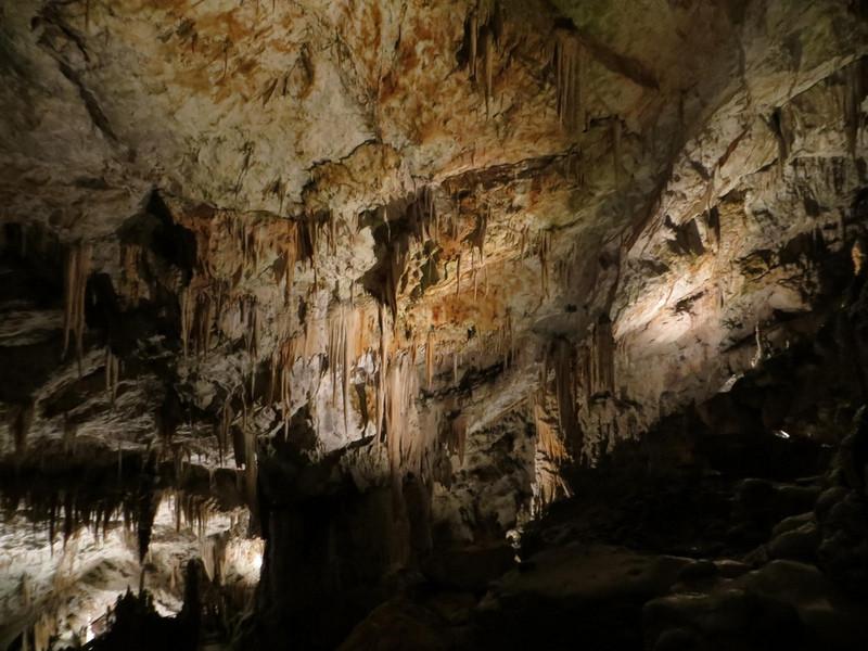 Пещера Постойна