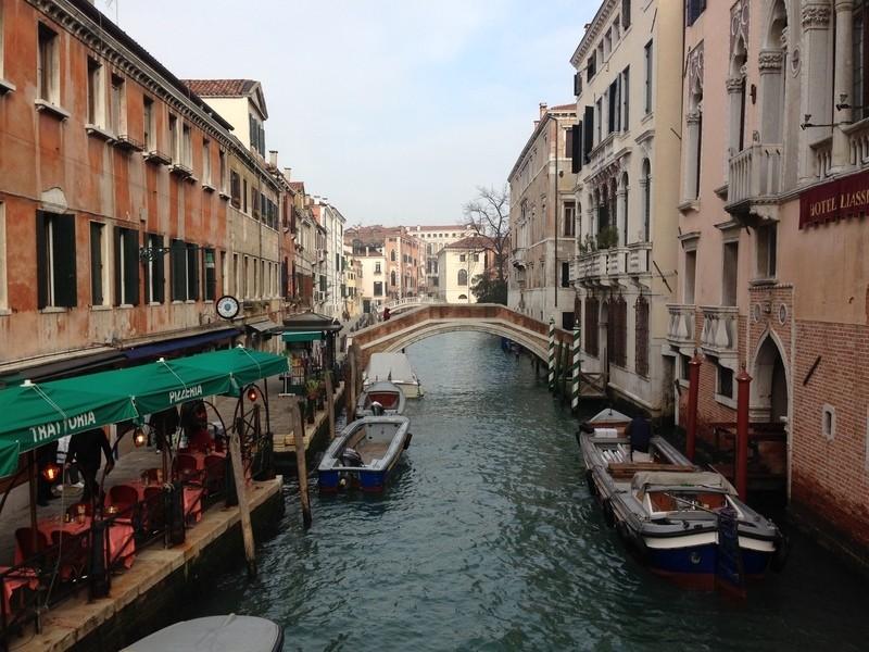 Венеция - город, который стоит на воде