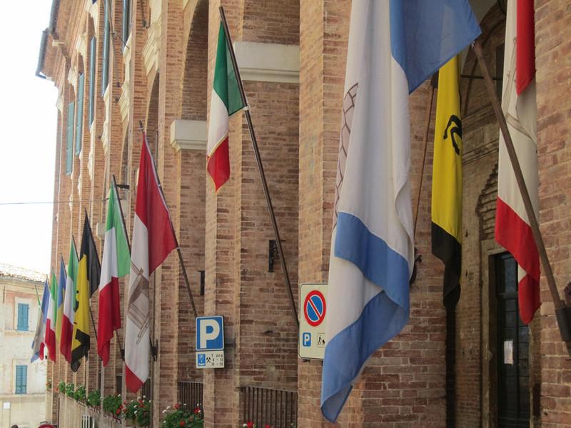 Коринальдо. Итальянская коммуна