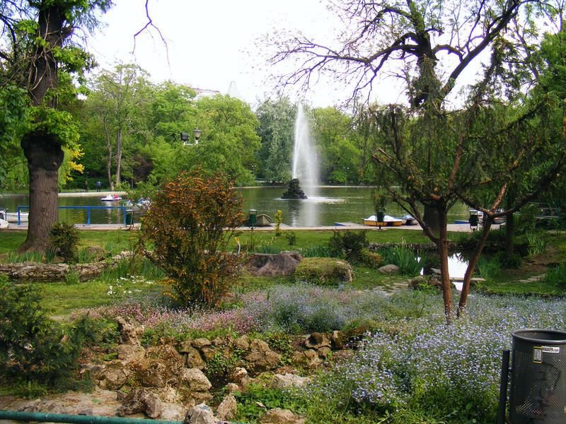 Сады Чишмиджиу в Бухаресте